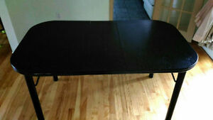 Black dinning table/table de cuisine noir