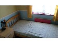 Small Bedroom 2 mins walking distance away from DLR for rent, £85 a week with internet etc