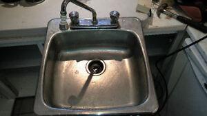 Évier et robinet stainless pas neuf mais pourrais faire ampleme