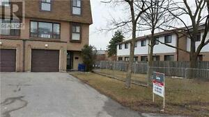 Very Large Spacious Unit, 4 Br, 3 Wr, 199 FLEETWOOD Crescent