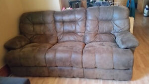 Full sized couch London Ontario image 4