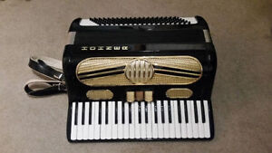 Hohner Vintage Accordion in excellent shape - student accordion