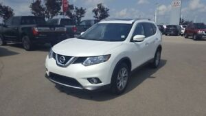 2014 Nissan Rogue AWD SL Leather,  Heated Seats,  Sunroof,  Back