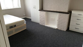 Spacious Double Room. All Bills Included.