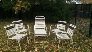 Set of 4 chairs + 1 long chair (75$ firm)