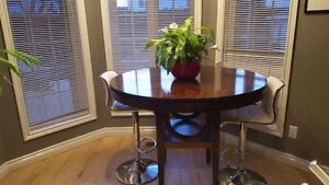 solid wood Bar height table in good conditions. Table only. No c Gatineau Ottawa / Gatineau Area image 2