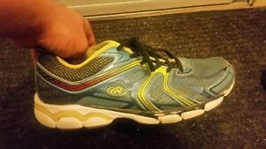 Mens size 8 rawlings shoes.