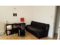 Furnished Spacous Flat With Balcony - Mins From Camden Station
