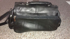 Leather hand bag (New)