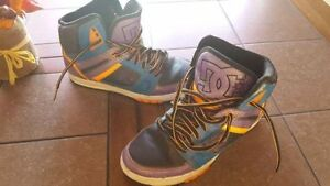 SIZE 7 YOUTH DC SHOES