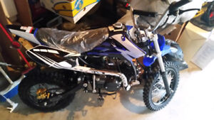 125 cc dirt bike BRAND NEW 2017