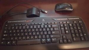 Wireless Logitech keyboard & mouse, excellent condition 30$ OBO