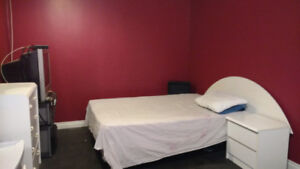 FURNISHED ROOMS AVAILABLE FOR RENT TODAY$250/W,$700/M-THICKWOOD