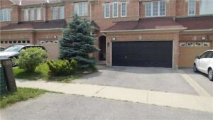 ***Spacious townhome in Aurora for Lease***