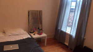 Female roommate needed in a beautiful house on Westmount.