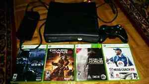XBOX 360 Slim 4gb with controller and 4 games