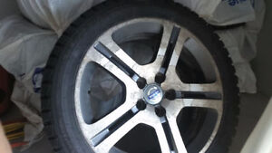 4 Mags Volvo et pneus d'hiver 235-45-17 sur Volvo S60 2007