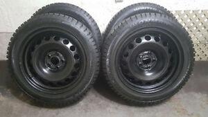 4 pneus d'hiver 205/55 R16 sur jantes