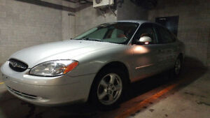 2004 Ford Taurus  (ONLY 97000 km)