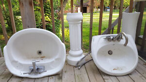 2 Toilet sinks with faucet (40$/ ea)