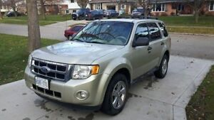 2011 Ford Escape V6 XLT SUV, Great Condition