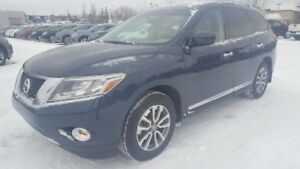 2013 Nissan Pathfinder 4WD SL Leather,  Heated Seats,  Sunroof,