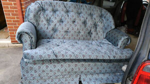 sofa 2 places,3 table de salon ou pour aquarium, armoire 2 porte
