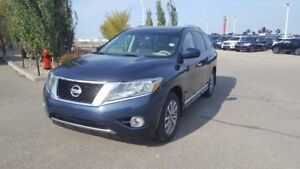 2013 Nissan Pathfinder AWD SL Leather,  Heated Seats,  Sunroof,