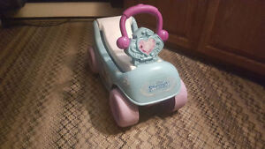 Frozen Musical Winter Coach 2-in-1 Wagon/Ride-On