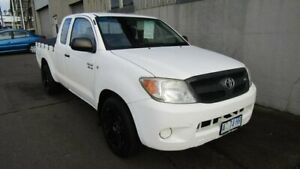 2006 Toyota Hilux GGN15R MY05 SR Xtra Cab 4x2 White 5 Speed Automatic Utility Ocean Vista Burnie Area Preview