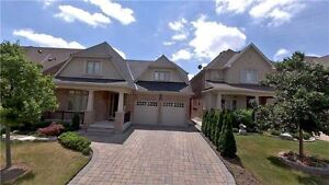 Fancy 8+1 Detached House in Markham for Rent