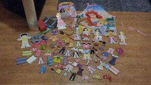 lot de 160 jouets pour filles pour 25$ l'ensemble: poupée,linge