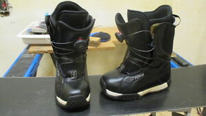 Womens snowboard boots size 7 Cambridge Kitchener Area image 1