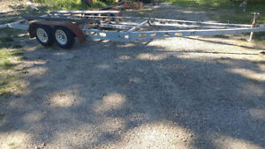 ***  WANTED  **   BOAT   TRAILER   /   25 TO 30 FOOT