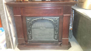 ELECTRIC FIREPLACE AND MANTLE DIMPLEX