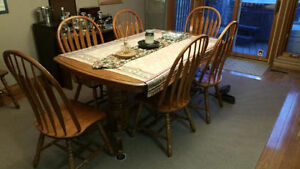Solid oak dining table with built-in extension and 8 chairs Kawartha Lakes Peterborough Area image 3