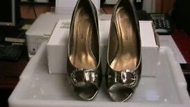 Bronze buckle shoe size 6