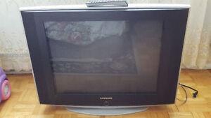 """TV Samsung Slim Fit 29"""" ---en exelente condition"""