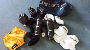 senior hockey equipment large/medium