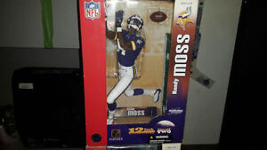31 225  FOR ALL NHL NFL MLB LARGE AND SMALL ACTION FIGURES BNIB
