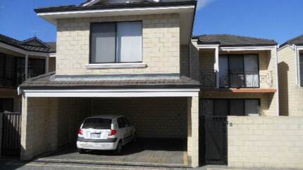 A master bedroom available in a very quiet house :) Victoria Park Victoria Park Area Preview