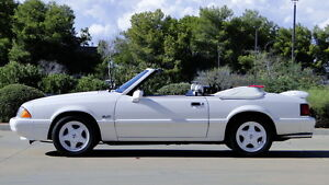 1993 mustang 5.0 lx convertible (FRASER HEIGHTS)