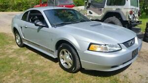 Ford Mustang 2000 . 207,000km automatique V6