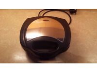 ELECTRIC SANDWICH TOASTER CLEAN AND WORKS WELL £5 COLLECTION ONLY , CASH PAYMENT , N
