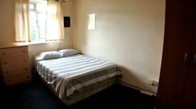 Look this huge Double Room next to the City (Mile End-Shoreditch-Bricklane-Whitechapel)07849951094