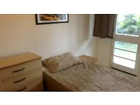 cosy room in a friendly flat share near TOWER BRIDGE!