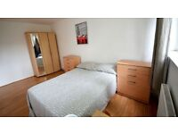 **PREMIUM DOUBLEBED ROOM** available-5 min walk from Upton park