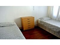2 X TWIN ROOM IN THE SAME HOUSE JUST OPPOSITE SURREY QUAYS STATION - ZONE 2 - ALL INCLUSIVE