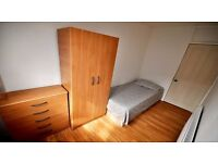 Single room to let in Canning town minutes away from the tube. Excellent connection to the City