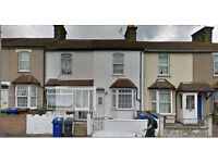 3 Bedroom Terraced House to Rent in Belmont Road, Grays RM17 5YJ ===Part DSS Welcome===